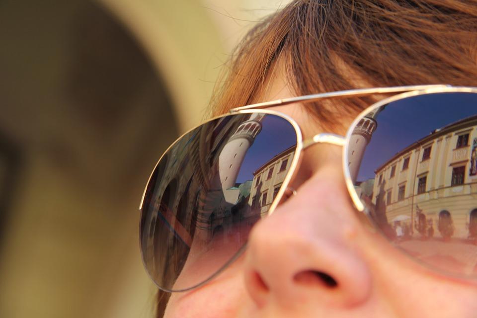Las consecuencias para la vista de las gafas de sol de imitación